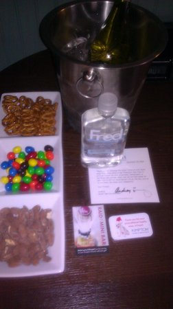 Hotel Triton: welcome goodies! snacks and a bottle of water!