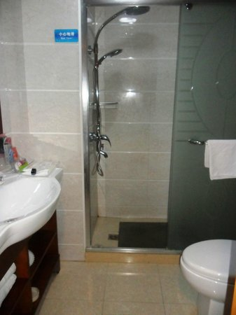 Starway Shengxianju Hotel: hotel bathroom