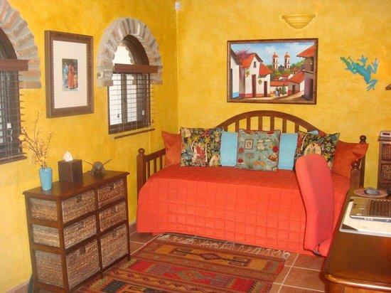 Casa Farolito Bed & Breakfast: Frida Room (single)
