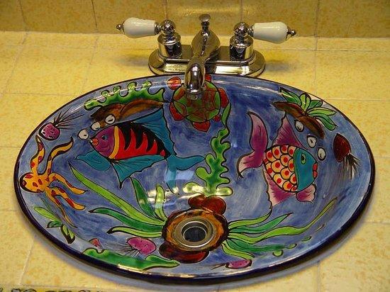 Casa Farolito Bed & Breakfast: Mexican Sink