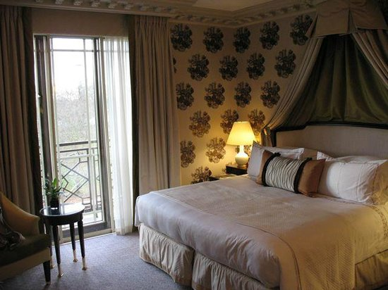 The Dorchester: Newly redecorated Hyde Park-view room.