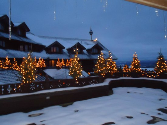 Trapp Family Lodge: Shared Balcony at Dusk