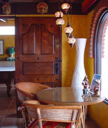 Casa Farolito Bed & Breakfast: Indoor Ocean View Breakfast Area