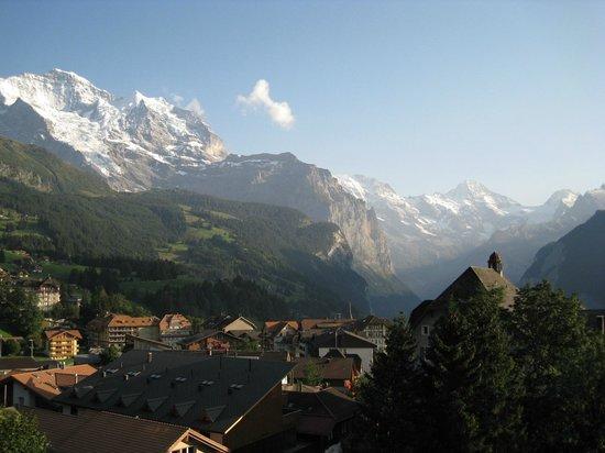 Hotel Jungfraublick Wengen: balcony view