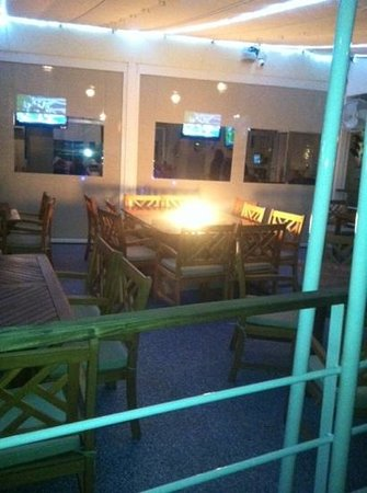 YachtSea Grille: outside fire pit