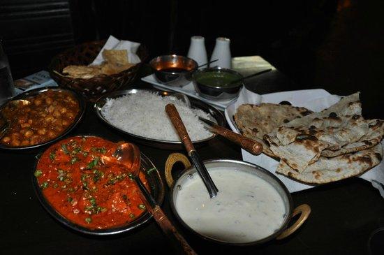 Sagar Restaurant: Chickpea Marsala, Chicken Tikka Marsala, and the bread!
