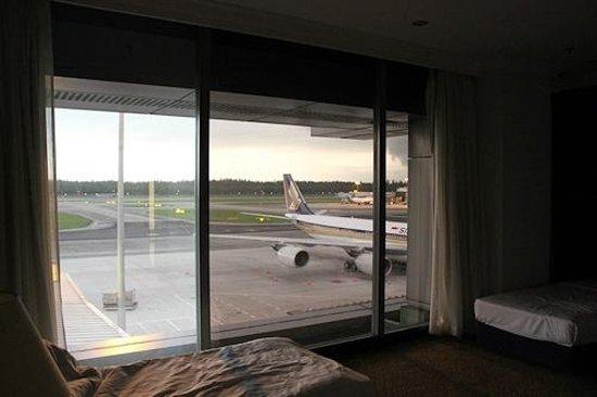 Ambassador Transit Hotel Terminal 1: 窓からの眺め