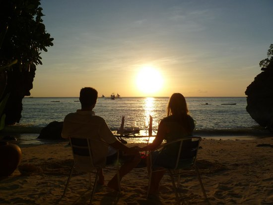 Balinghai Beach: Sunset dining