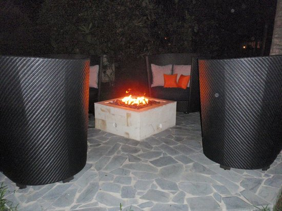 Sandals Halcyon Beach Resort: Fire pits throughout grounds