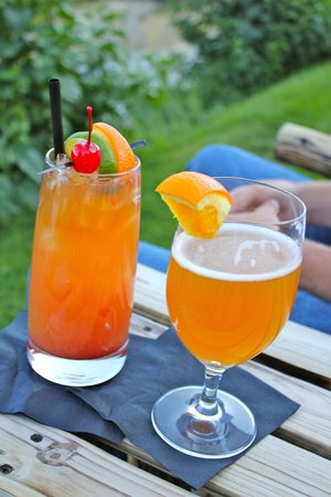 Rustic Inn Creekside Resort and Spa at Jackson Hole : drinks from the bar we took to the creek