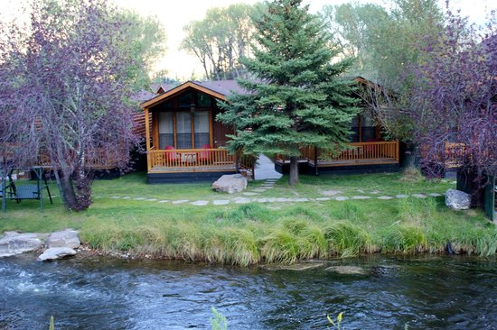 Rustic Inn Creekside Resort and Spa at Jackson Hole : one of the cabins overlooking the creek