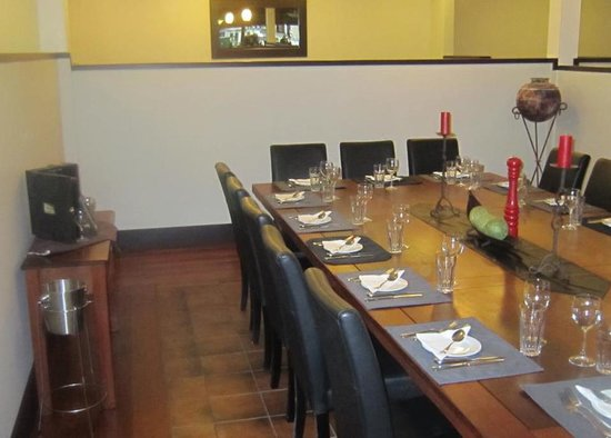 Tony's Restaurant & Bar: Banquet Table----seats up to 18