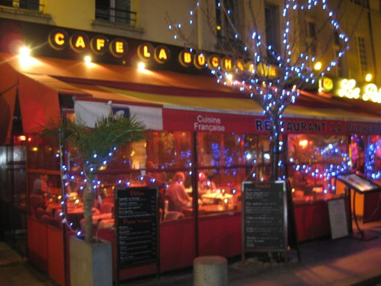 La Bucherie : View of the outdoor seating from the outside.