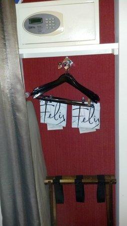 Hotel Felix: Closet/Cubby