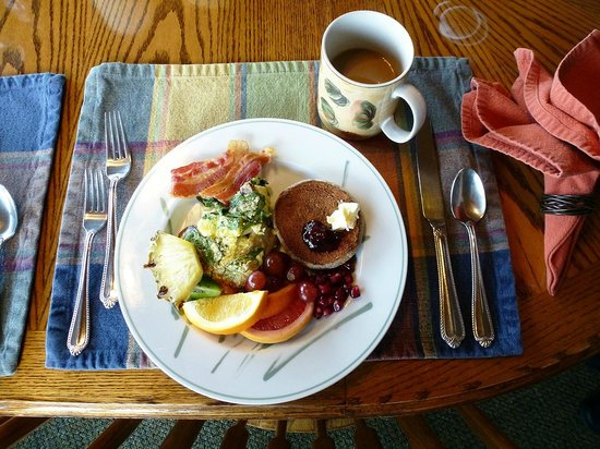 SeaQuest Inn Bed & Breakfast: Soo much good food