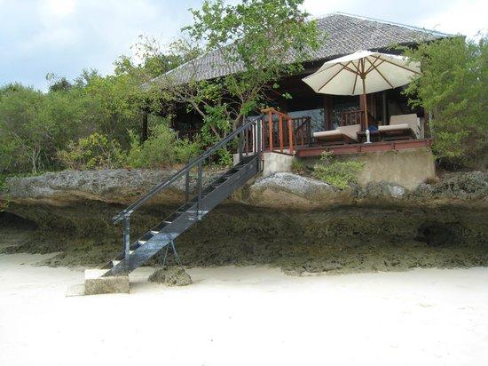Wakatobi Dive Resort : Villa on the beach