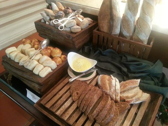 The Dhara Dhevi Chiang Mai : Fresh Baked Bread