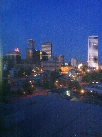 Doubletree Hotel Tulsa-Downtown: View of city lights were good except the view of the roof of the Doubletree was an ugly distract