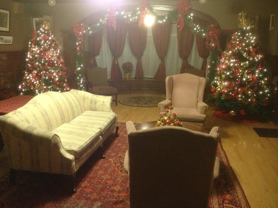 Hartness House: downstairs living room Christmas