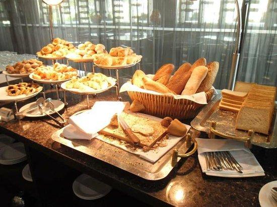 Chatrium Hotel Riverside Bangkok: breakfast bread