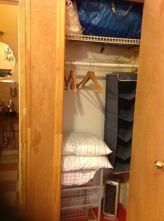 The International Cozy Inn: closet