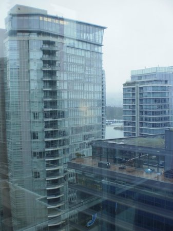 Coast Coal Harbour Hotel: partial ocean view