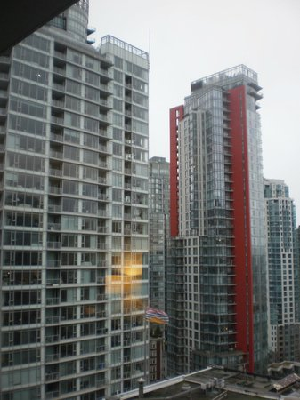 Coast Coal Harbour Hotel: city side