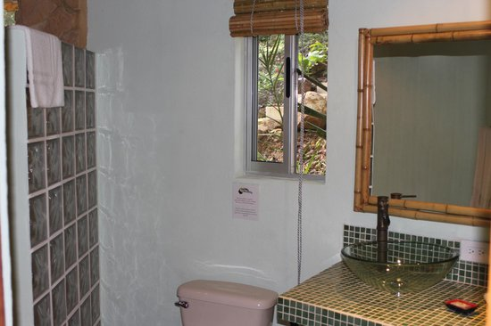لا تييرا ديفينا: Cabina Bathroom
