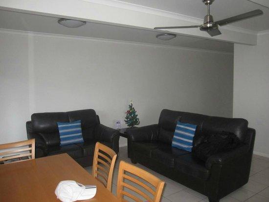 آيرلاي أبارتمنتس: spacious living area 