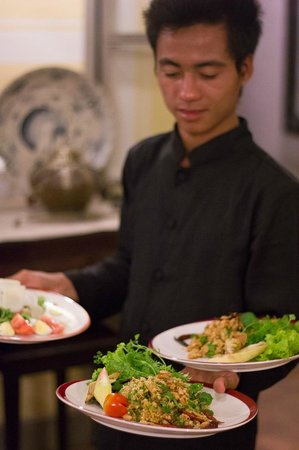 Satri House: Mr.Phone waiter - Dinner