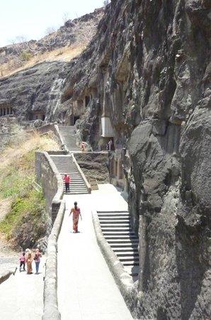 how to get to aurangabad from mumbai