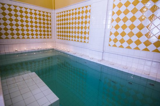 Satri House: Jacuzi in the spa