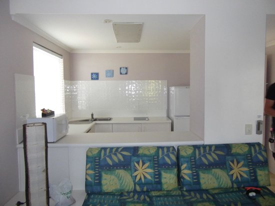 BEST WESTERN Mango House Resort: One bedroom apartment- lounge/kitchen
