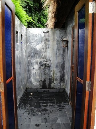 GLOW Elixir Koh Yao Yai: Outside shower of Room 193 (Hillside Pool Villa)