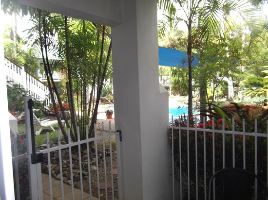 BEST WESTERN Mango House Resort: One bedroom apartment- ground floor balcony with entry to pool
