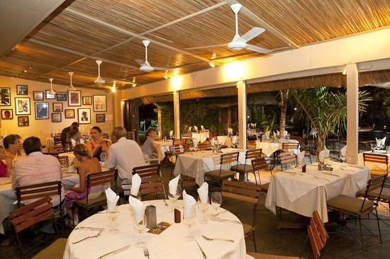 Gourmet Grill Mauritius: cozy dining room