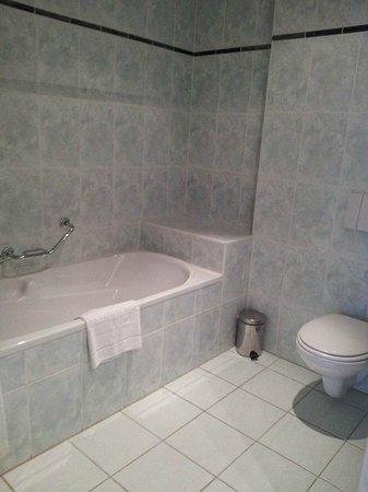 Hampshire Hotel - 108 Meerdervoort Den Haag : Bath & shower