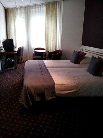Hampshire Hotel - 108 Meerdervoort Den Haag : Bed