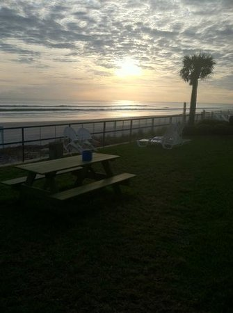 Oceanside Inn: the view from the back lawn
