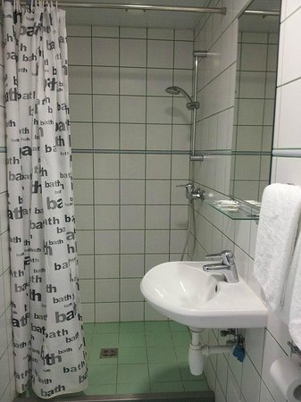 Hommiku Hostel & Guest House : Great shower but little to hang clothes/towels on