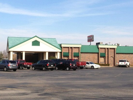 Hibachi Supreme Buffet: Ample parking and a holdover design from the building's days as an American-inspired buffet.