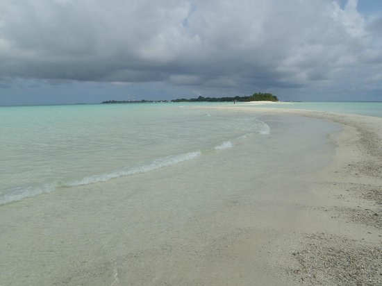 Kuramathi Island Resort: Sand Dune Island at the peak of Island