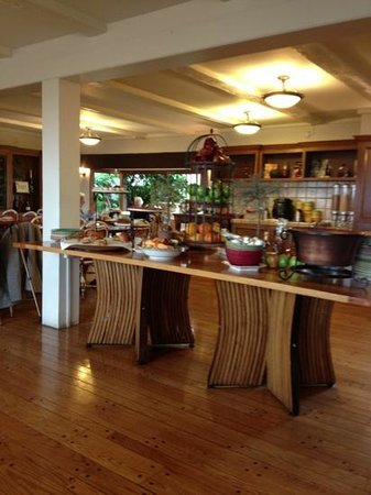 Harvest Inn by Charlie Palmer: breakfast in the country kitchen is delicious