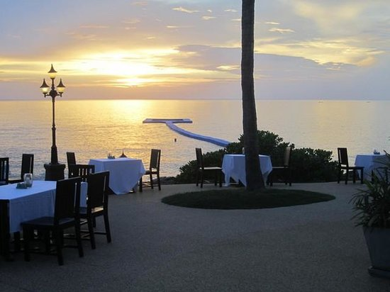 Rawi Warin Resort & Spa: Sea dining terrace