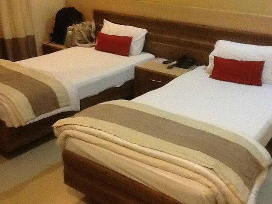 Luxor Residency : basic room. nice bed