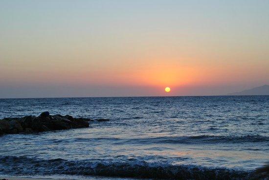 Mediterranean Beach Palace: Le lever de soleil vu de la chambre