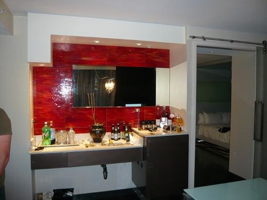 Hard Rock Hotel San Diego: wet bar