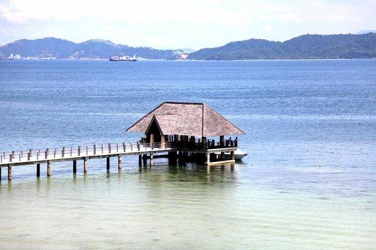 Gaya Island Resort: The jetty seen from the kids' playroom area