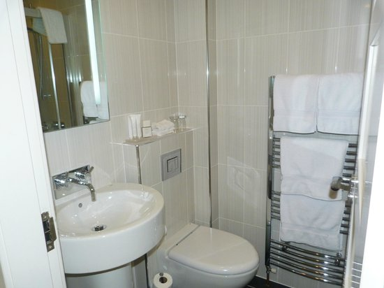 The Aberlour Hotel: bathroom