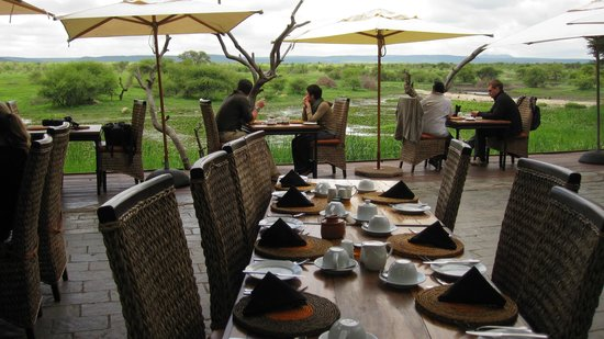 Tau Game Lodge: Breakfast on the deck overlooking waterhole